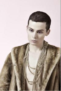 Fotógrafo faz modelos parecerem Barbies humanas